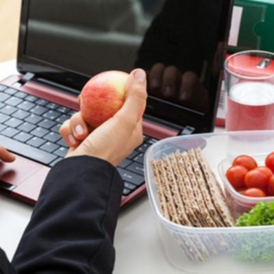 4 Reasons Why You Should Be Eating Healthy Snacks at Work
